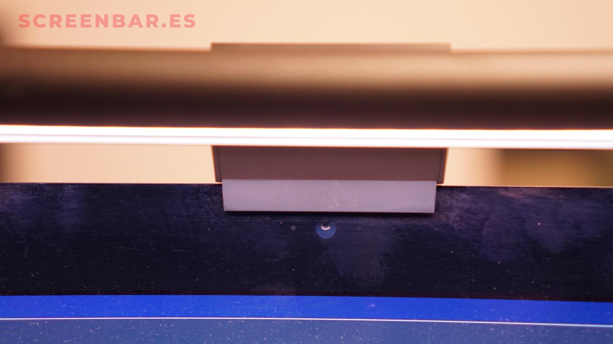 Detalle de cerca de la base de la luz xiaomi para pantalla